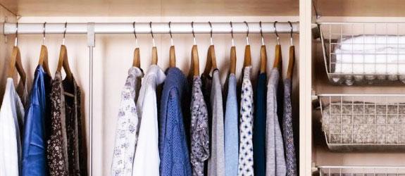 organise-bedroom-clothes-hangers